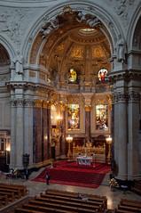 Berlin - Berliner Dom (Volker Zürn) Tags: altar bauwerk dom innenaufnahme kirche kirchenbank kirchenschiff berlin deutschland