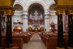 Berlin - Orgel im Berliner Dom (Volker Zürn) Tags: bauwerk dom innenaufnahme kirche kirchenbank kirchenschiff musik musikinstrument orgel berlin deutschland