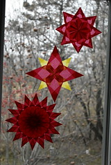 Window stars (Pictures by Ann) Tags: windowstar waldorfwindowstar origami kitepaper etsy harvestmoonbyhand waldorf craft craftproject red yellow gold window stars windowstars
