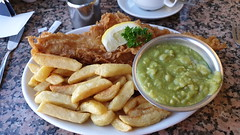 Fish Chips and Mushy Peas. (ManOfYorkshire) Tags: lunch luncheon meal fried fish haddock chips mushypeas peas lunchtime special motherhubbards restaurant batter tasty perfection fishchips cutlery knife knives fishknife