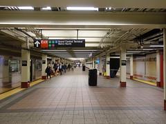 201905097 New York City subway station 'Grand Central–42nd Street' (taigatrommelchen) Tags: 20190520 usa ny newyork newyorkcity nyc manhattan midtown central perspective icon urban railway railroad mass transit subway station tunnel train mta r62a