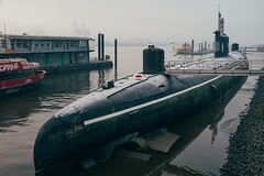 Submarine (Tom Levold (www.levold.de/photosphere)) Tags: fuji hamburg x100f harbour winter morgen morning hafen wasser elbe nebel fog water submarine uboot