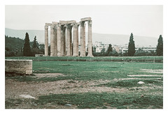 0083-5389-03 (jimbonzo079) Tags: temple olympian zeus olympieion columns ancient archeological archeologic building architecture history athens greece hellas 2019 ελλάδα ελλάσ αθήνα tree plant green landscape topography light city town urban zenit et helios mc 44m4 58mm f20 kodak colorplus 200 35mm 135 negative film analog slr lens vintage old c41 color ussr templeofolympianzeus zenitet heliosmc44m4 heliosmc44m458mmf20 kodakcolorplus200