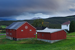 20180830-Canon EOS 6D-6173 (Bartek Rozanski) Tags: folldal hedmark norway red farm traditional wheel decoration norwegian rondane mountains valley evening rural agriculture farmhouse village barn norge noreg