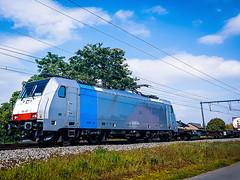 LINΞΛS 186 497 met een hupac trein @ Kermt (Hasselt) (Avinash Chotkan) Tags: lineas br186 traxx trains belgium railpool cargo hupac 186497