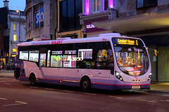 SN14 EBZ, Edinburgh Road, December 27th 2015 (Southsea_Matt) Tags: sn14ebz 47583 route1 first hampshire edinburghroad portsmouth england unitedkingdom december 2015 winter canon 60d bus omnibus vehicle transport night