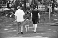 Avós e netos (AlexJ (aalj26)) Tags: preto e branco black white pb grandparents grandchildren avós netos praça aalj26 alexj alexanderaljorge
