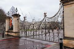 Queen Elizabeth Gate (phileveratt) Tags: smileonsaturday fancyfence queenelizabethgate hydepark london davidwynne