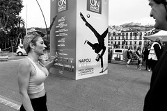 (On Dance) (Robbie McIntosh) Tags: leicam9p leica m9p rangefinder streetphotography 35mm leicam autaut candid strangers leicaelmarit28mmf28iii elmarit28mmf28iii elmarit 28mm blackandwhite napoli bra robertobolle dance