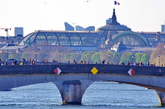 499 Paris en Mars 2019 - le Pont du Carrousel et le Grand Palais (paspog) Tags: paris france seine mars march märz 2019 pontducarrousel grandpalais