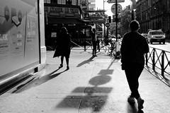 Les ombres de la Rue de Rivoli (Paolo Pizzimenti) Tags: barés métro femme ombre rivoli paris paolo olympus omdem1mkii zuiko 17mm f18 film pellicule argentique doisneau