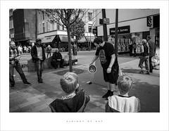 Sleight of hat (Parallax Corporation) Tags: streetphotography houghtonstreet magic streetperformer audience blackwhite seasidetown shoppingprecinct pedestrianprecinct sonygmaster24mmf14 sonya7rii wideangle candid