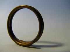 (Vallø) Tags: vallø 2019 danmark denmark indoor inside macro closeup jewelry metal circle shadow hvid white simple minimal