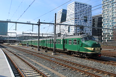 Hondekop 766 te Utrecht Centraal 11 mei 2019 (Remco van den Bosch 72) Tags: eisenbahn railway rails railroad railwaystation reizigerstrein trein train transport treinspotten trainspotting track treinstel spoor spoorwegen station bahn bahnhof netherlands nederland hondekop hondekopvier stichtingmat54 werkspoor passengertrain passagiers publictransport utrechtcentraal utrecht mat54