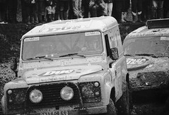 Prologue du Paris Dakar 1994 à Chaillet. (stéphanehébert) Tags: nikon f4 70200 28 agfa agfapan 400 800 iso paris dakar chaillet 1994 landrover