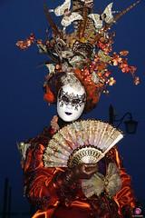 QUINTESSENZA VENEZIANA 2019 696 (aittouarsalain) Tags: venise venezia carnevale carnaval costume masque robe mask éventail regard nuit plumes