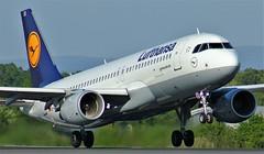 D-AIUX (AnDyMHoLdEn) Tags: lufthansa lufthansagroup a320 staralliance egcc airport manchester manchesterairport 23l