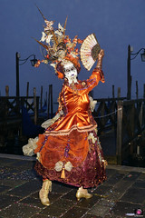 QUINTESSENZA VENEZIANA 2019 699 (aittouarsalain) Tags: venise venezia carnevale carnaval costume masque chapeau éventail nuit