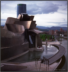 Early morning in Bilbao_Rolleiflex 3.5B (ksadjina) Tags: 6x6 bigmama bilbao c41 easter fuji160pro guggenheimmuseum nikonsupercoolscan9000ed rolleiflex35b semanasanta silverfast spain aftertherain analog film morningmood