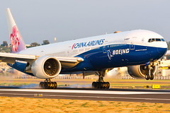 B-18007 (GuanCheng Wu) Tags: boeing 777309er china airlines ci 777 77w 777300er b18007 rckh khh airplane airport landing chinaairlines