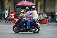 A Vietnamese Family on One Scooter, Bến Thành, District 1, Ho Chi Minh City, Vietnam (takasphoto.com) Tags: young youngman youth man hombre môtô motorscooter motorcycle vespa स्कूटर สกู๊ตเตอร์ 스쿠터 オートバイ スクーター 速克達 photography street streetphotography ストリートスナップ asean viêtnam việtnam vietnam vietnamas וייטנאם فيتنام ویتنام ভিয়েতনাম ประเทศเวียดนาม ཝི་ཏི་ནམ། 베트남 インドシナ ベトナム 越南 asia asian एशिया アジア 亜細亜 hochiminh hochiminhcity sàigòn saigon saïgon southvietnam thànhphốhồchíminh הוצימיןסיטי مدينةهوتشيمنه هوشیمین होचीमिन्हशहर นครโฮจิมินห์ ទីក្រុងព្រៃនគរ 호찌민시 サイゴン ホーチミン市 城舗胡志明 胡志明市 nikkor nikon professionallens ニッコール d610 fullframe nikond610 ニコン 家 家庭 家族 family familia