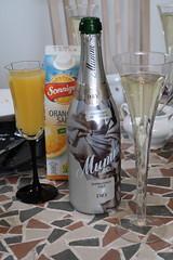 Mumm Sekt Dry (multipel_bleiben) Tags: essen zugastbeifreunden alkoholika sekt flasche
