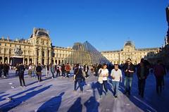 506 Paris en Mars 2019 - La Pyramide du Louvre et JR, 30eme anniversaire (paspog) Tags: paris france lelouvre pyramidedulouvrejr30eme anniversaire mars march märz 2019
