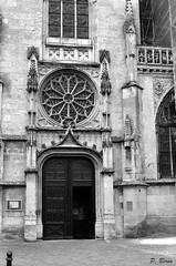 Eglise Notre-Dame-des-Marais à la Ferté-Bernard (Philippe_28) Tags: lafertébernard sarthe 72 église notredamedesmarais france europe argentique analogue camera photography photographie film 135 bw nb church