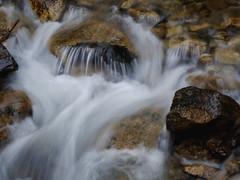 coule la rivière (vtossuma) Tags: eau rivière montagne torrent pierres