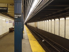 201905107 New York City subway station 'Borough Hall' (taigatrommelchen) Tags: 20190520 usa ny newyork newyorkcity nyc brooklyn central perspective icon urban railway railroad mass transit subway station tunnel