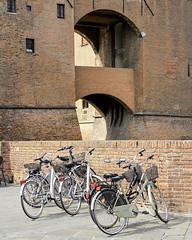 Ferrara (e.berti93) Tags: ferrara architecture architettura art italy brick urban antico monumento castello estense piazza città bike