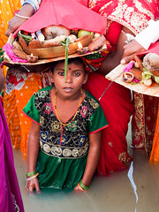 .. Chhath Puja..  Navadhi. India album (geolis06) Tags: geolis06 asia asie inde india bihar navadhi village offering offrande sari portrait olympuspenf olympusm1240mmf28anujfamille inde2017 traditionnelle traditional tradition chhathpuja