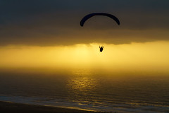RU_201904_MaPaMaroc_289_x (boleroplus) Tags: contrejour coucherdesoleil horizontal mer montagnes niddaigle nuage parapente paysage soleil tamellalt maroc