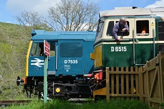 "BR Blue Class 25, D7535 & British Railways Green Class 33/0, D6515 ""Lt Jenny Lewis RN"" (37190 ""Dalzell"") Tags: br britishrailways green brblue brworkshops beyerpeacock babysulzer rat class25 birminghamrailwaycarriagewagonco brcwco sulzer crompton class33 class330 d7535 25185 d6515 ltjennylewisrn 33012 swanagerailway dieselgala corfecastle"