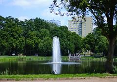 Fontaine (Bokko.) Tags: fountain leipzig clarapark fujix fujifilm fujiprovia park summer summervibes summerweather