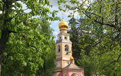 Moscow, the Bell tower of the Transfiguration Church in Peredelkino  (Храм Преображения Господня в Переделкине), Russia, New Moscow, Novo-Peredelkino district. (sacalevic) Tags: рпц святаярусь holyrussia russianchurch русскаяцерковь khram church iglesia chiesa церковь храм eglise kerk kirche москва россия モスクワ архитектура architecture moskwa rosja moszkva oroszország moskou rusland μόσχα ρωσία moskva 俄罗斯 莫斯科 모스크바 moscova русија rusko rusija rusya venäjä मास्को ryssland rusio venemaa русь христианство othodoxy православие moscow russia rus moscowpatriarchate московскийпатриархат переделкино peredelkino newmoscow novoperedelkino новопеределкино cathedralchurch михайловскоеблагочиние russiandomes newperedelkino весна spring russiannature русскаяприрода купол transfigurationchurch преображенскийхрам хрампреображениягосподня cupola transfiguration преображение belfry belltower колокольня звонница