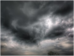 passing (Andy Stones) Tags: clouds cloud cloudscape weather weatherwatch sky skywatching nature naturephotography naturelovers natureseekers view dramatic image imageof imagecapture outdoors outside photography photoof scunthorpe lincolnshire northlincolnshire northlincs nlincs