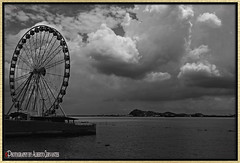 BRISA DE INVIERNO SOBRE LA PERLA. WINTER BREEZE ON THE PERLA. GUAYAQUIL-ECUADOR. (ALBERTO CERVANTES PHOTOGRAPHY) Tags: laperlaguayaquil laperla noriadeguayaquil noria ferriswheel ferris wheel ruedamoscovita ecuador guayaquil gye rioguayas guayas rio river sea lake ocean gyeecuador republicadelecuador ecuadorgye guayaquilecuador streetphotography sky nubes clouds sun winter water reflejo reflection city cityscapes duran indoor outdoor blur luz light color colores colors brightcolors lightcolor brillo bright photoborder photoart art creative breeze retrato portrait