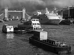 London ( 2 ) (Angel Talansky) Tags: london towerbridge thames boats river thamesriver tamesis ríotamesis londoncity