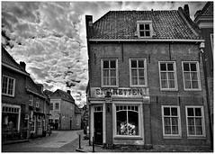 Sigaretten (LeonardoDaQuirm) Tags: heusden netherlands nederland maas dorp village dorf zigaretten sigaretten cigarettes building architecture grain