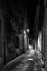 Les chemins de mon âme sont pavés de silences (Alexandre DAGAN) Tags: arles camargue bouchesdurhône france rue street desert alone seul lonely solitude loneliness nuit night voyage travel balade walk light lightisfantastic nikon nikond600 d600 28mmf18
