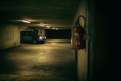 Range Rover Sport avec Extincteur en sous sol (johann walter bantz) Tags: ngc 35mm nikond4s artistic voiture garages 4x4 rangeroversport rangerover