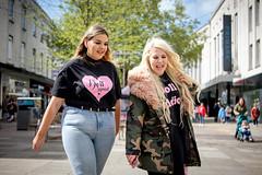 Doll Squad (Silver Machine) Tags: portsmouth hampshire streetphotography street candid girls walking smiling blonde brunette heart khaki fujifilm fujifilmxt10 fujinonxf35mmf2rwr