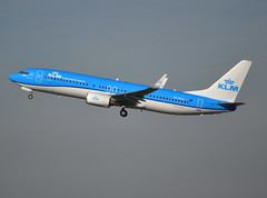 "PH-BCA, Boeing 737-8K2(WL), 37820 / 3480, KLM Royal Dutch Airlines, ""Flamingo"", fleet # CA-322, CDG/LFPG 2019-02-17, off runway 27L. (alaindurandpatrick) Tags: klm kl klmroyaldutchairlines airlines boeing boeing737 boeing737800 boeing737nextgen 737 738 737800 737nextgen jetliners airliners cdg lfpg parisroissycdg airports aviationphotography phbca 378203480"