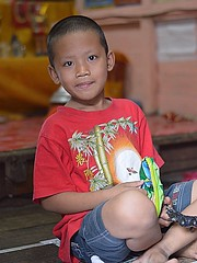 leaning boy (the foreign photographer - ฝรั่งถ่) Tags: leaning boy child sitting portraits bangkhen bangkok thailand nikon d3200