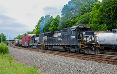 Shoving to the SB (ajketh) Tags: ns norfolk southern emd gp382 ge general electric b328 p55 freight train railroad bowater rock hill rline sbline yard paper mill local shove notch sc south carolina 5558 3529