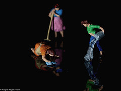 Crazy Tuesday - LowKey - Cleaning the stage (J.Weyerhäuser) Tags: 187 crazytuesday h0 lowkey preiser tinypeople