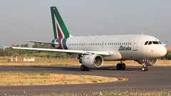 Alitalia, Airbus A319 > EI-IMI (FLR/LIRQ) 05.08.2015 (Ernesto Imperato - Firenze (Italia)) Tags: alitalia eiimi airbus a319 airbusa319 firenze peretola vespucci flr lirq canon eos