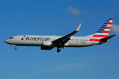 N989NN (American Airlines) (Steelhead 2010) Tags: americanairlines boeing b737 b737800 yyz nreg n989nn