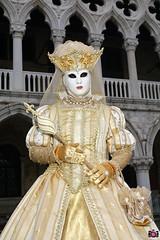 QUINTESSENZA VENEZIANA 2019 737 (aittouarsalain) Tags: venise venezia carnavale carnaval costume masque mask reine couronne lys